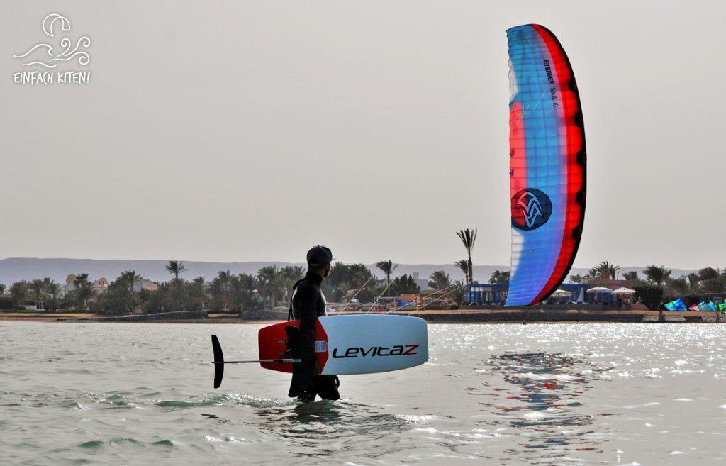 Kitesurfer mit Flysurfer Soul