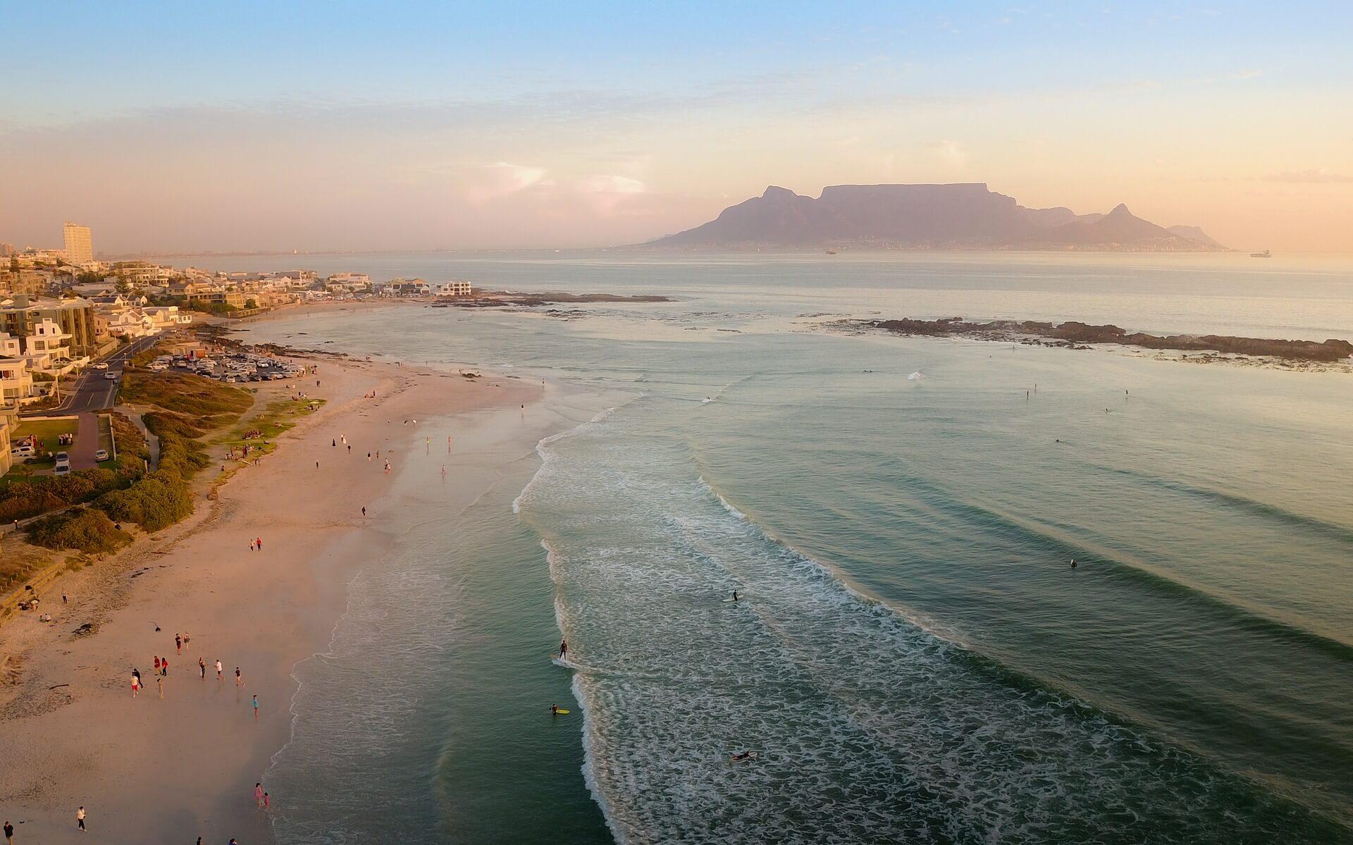 Der Tafelberg und Meer in Kapstadt
